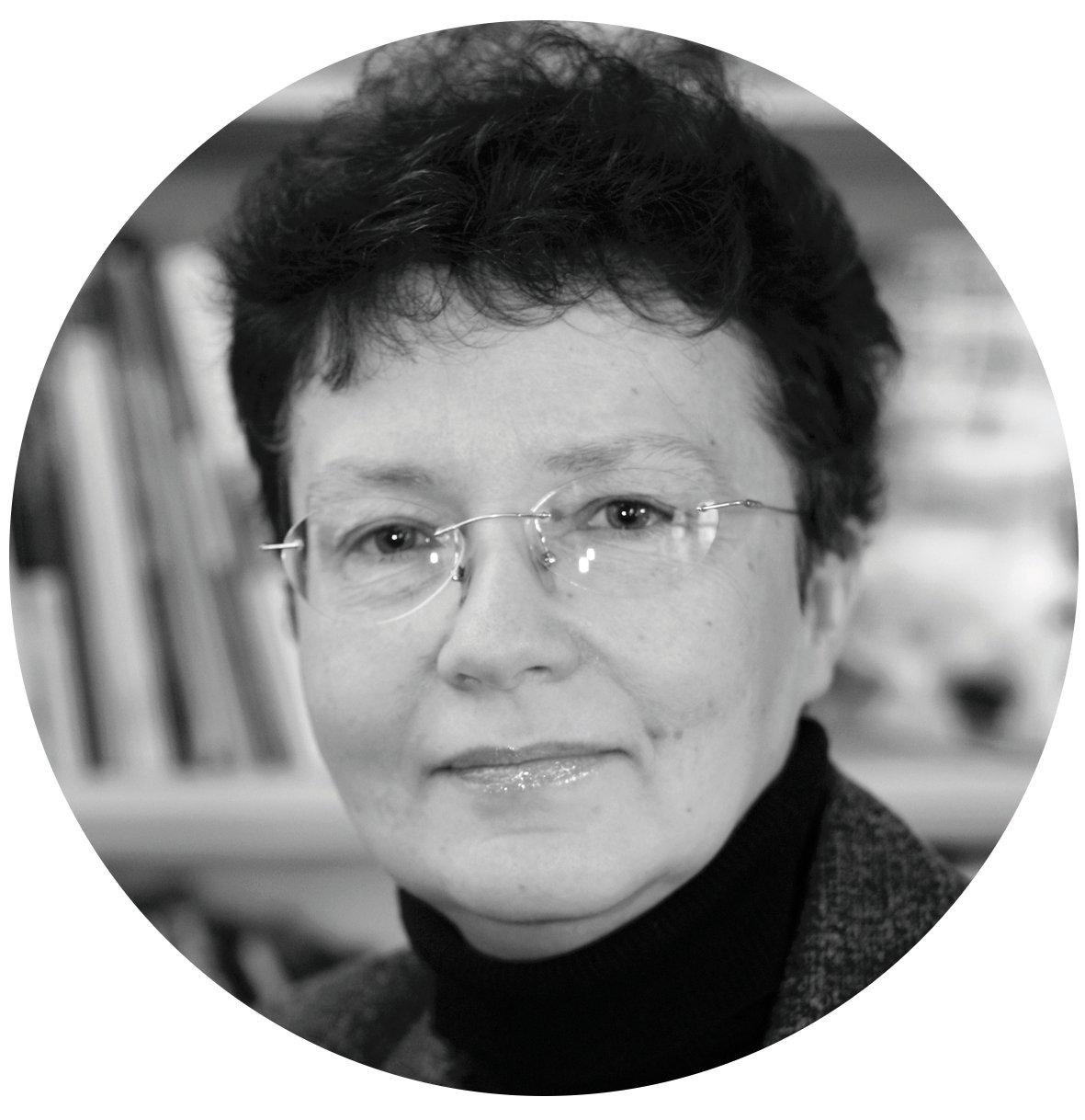 dr Iwona Palczewska